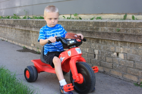 Sidney resident Brock Jordan, 4, on his three-wheeler. He is autistic, and his mother, Jenae, aims to increase awareness on the disorder. (Susan Minichiello | Sidney Herald.)